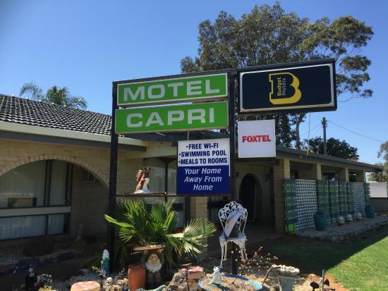 Balranald Capri Motel : Sign