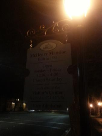 BEST WESTERN Town House Lodge: mansion sign