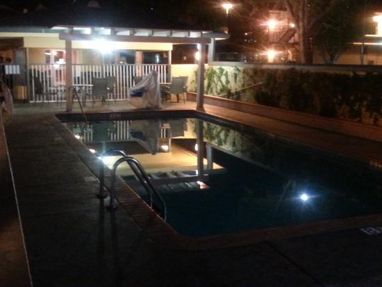BEST WESTERN Town House Lodge: The pool area