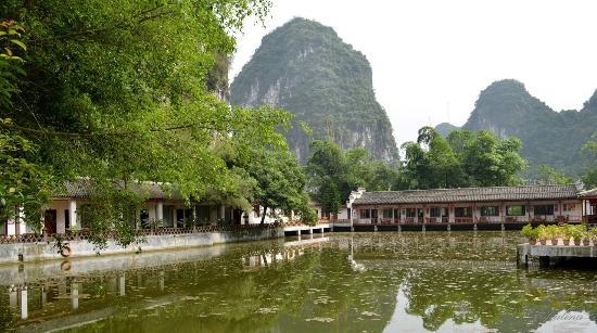 Hualang Bieyuan Inn: Отель в красивом месте.