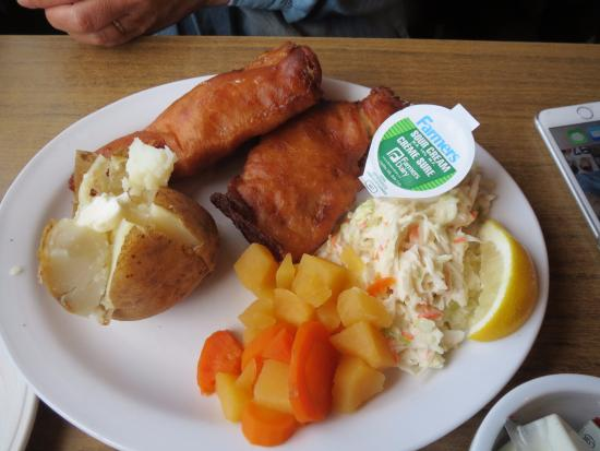 Chez Yvonne's: 私が食べたフィッシュ&チップス(じゃがいも料理は好きなものを選ぶことが出来ました)