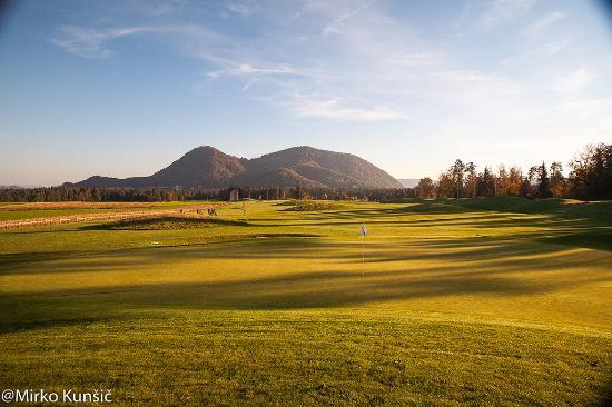 Smlednik, Slovenië: Autumn on the golf course 3