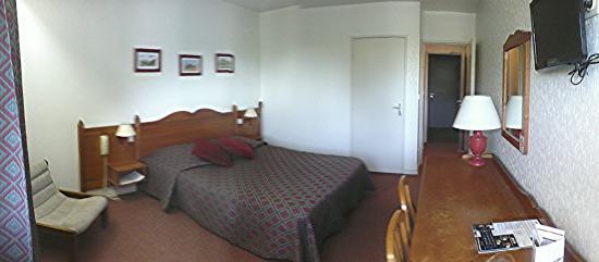 Hotel Les Jardins du Forez : chambre