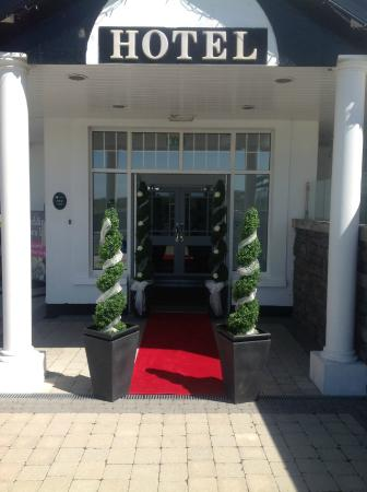 Ivanhoe Inn and Hotel: Exterior