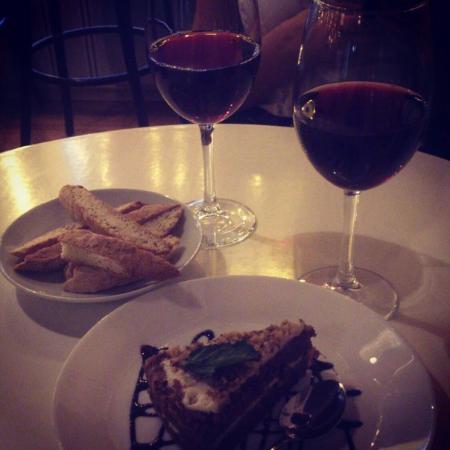 Any Pasta: Вино и десерт