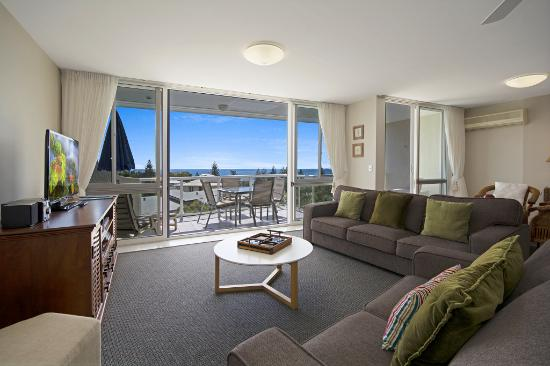 Sunshine Vista Holiday Apartments: Top floor ocean view apartment