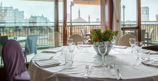 https://media-cdn.tripadvisor.com/media/photo-s/09/59/47/30/la-terrazza-del-roma.jpg