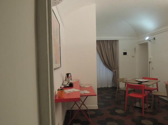 Morelli Bed & Breakfast : stanza familiare via sicilia 137