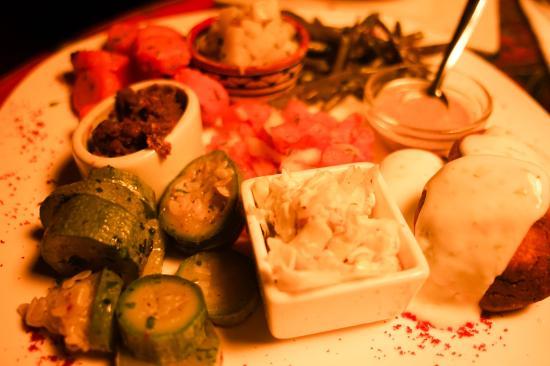 Triskala Cafe: a mixed plate of vegetables and falafels