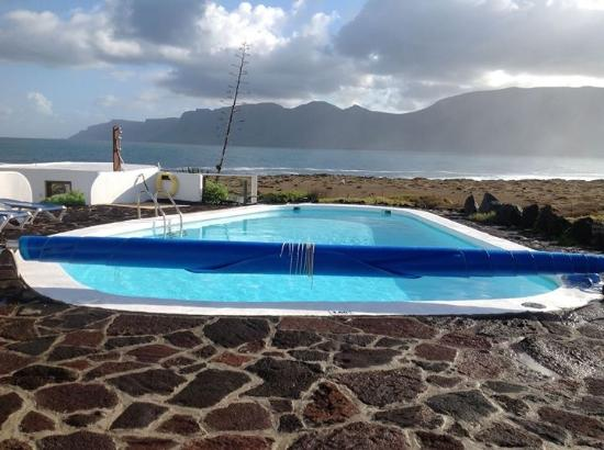 Terrasse photo de casa dominique caleta de famara for Piscine 67