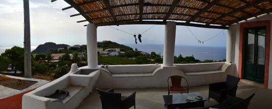 B&B Villa La Rosa: Vista dalla nostra camera e ampio terrazzo.