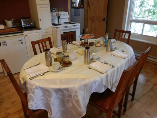 Les Petits Brasseurs : Sala colazione