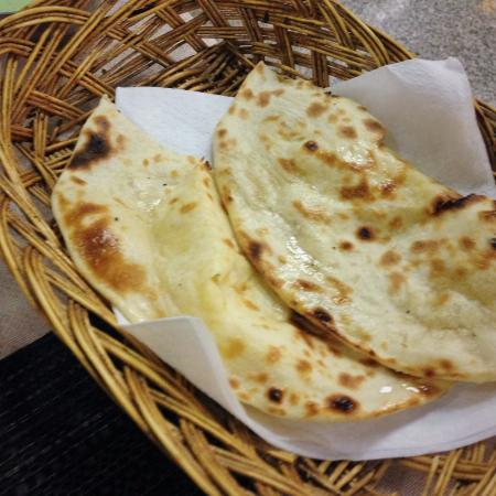 Raj Darbar: Pane naan al formaggio