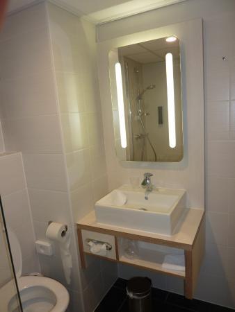 WC en badkamer - Picture of Hotel Mercure Oostende, Ostend - TripAdvisor