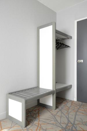 porte bagages photo de h tel des fr nes montpellier. Black Bedroom Furniture Sets. Home Design Ideas