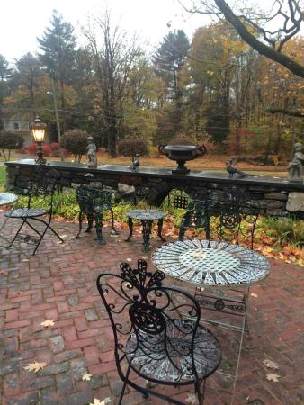 Norfolk, CT: Quaint surroundings, elegant Victorian courtyard garden, excellent hospitality, absolutely charm