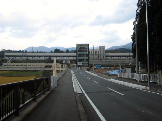 Imabetsu-machi, Japan: 道の駅は正面の「奥津軽いまべつ駅」の左隣にあります。