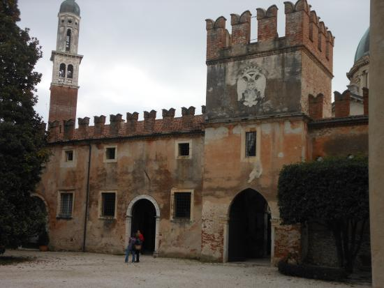 Ingresso picture of castello di thiene thiene tripadvisor for Castello di thiene
