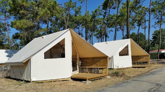 Piscine couverte picture of camping les samaras saint for Camping le croisic avec piscine couverte