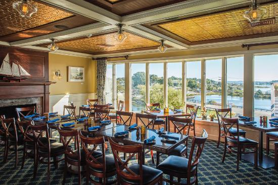 Harbour House Restaurant Middle Dining Room Cozy With Fireplace And Great Views