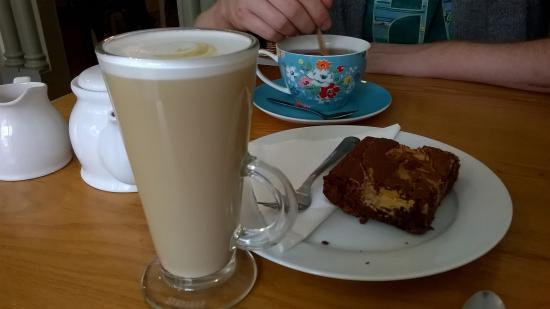 At Sarah's House : coffee, tea and peanut butter brownie!