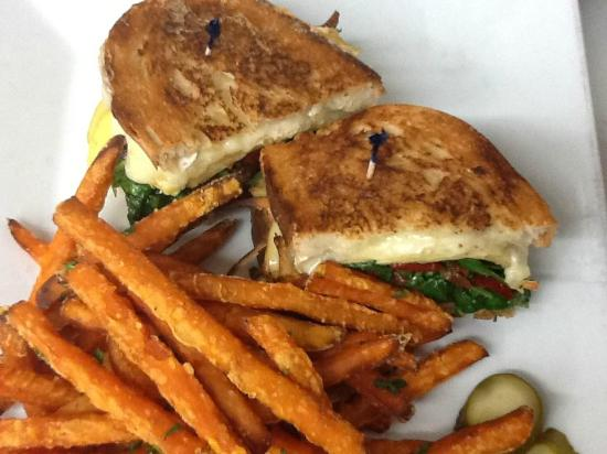Mia's Cafe: Wicked Grilled Cheese