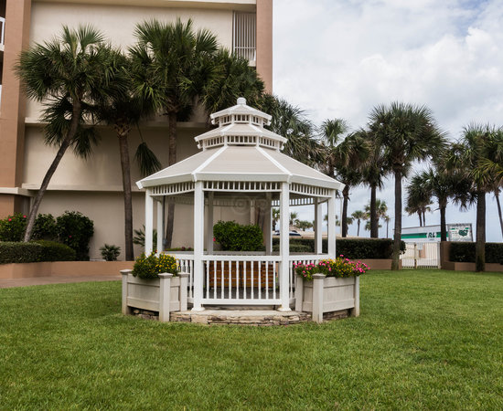 Grounds at the Holiday Inn Hotel & Suites Daytona Beach