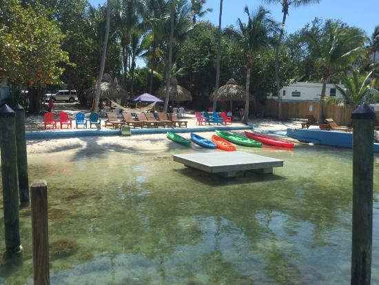 Seafarer Resort and Beach: Kayaks, Loungers - Play and Relax