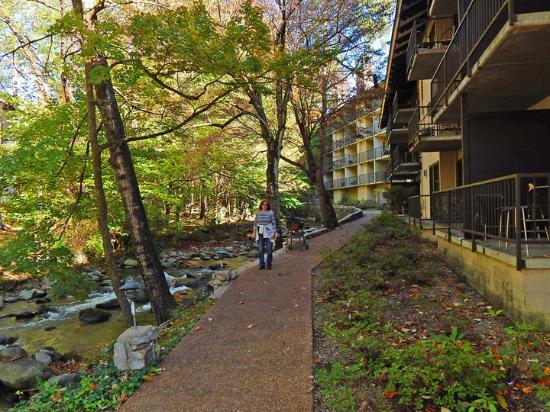 Brookside Resort: Brookside's River Walk in back of building