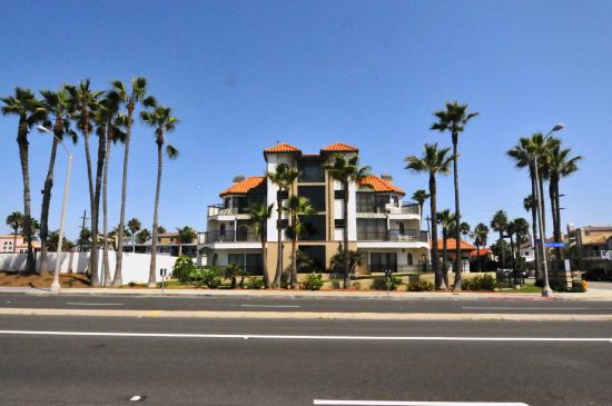 Huntington Beach Inn: Front view of Hotel