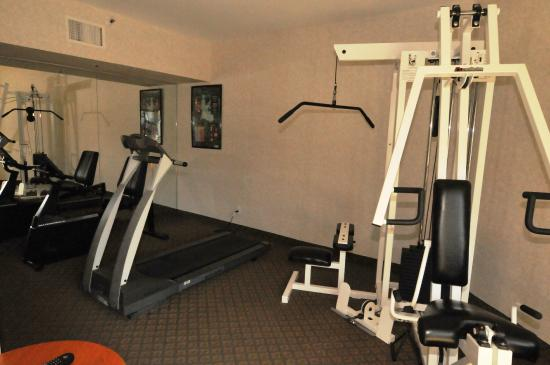 Huntington Beach Inn: fitness room