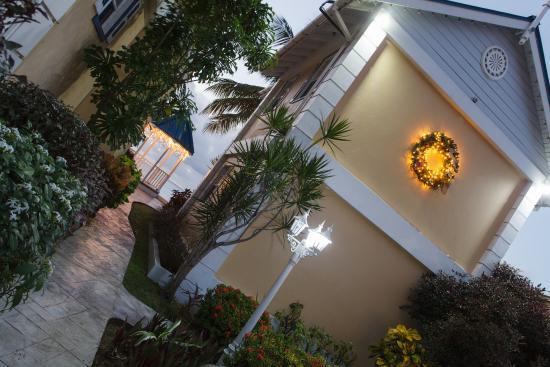 Villa Beach Cottages - grounds