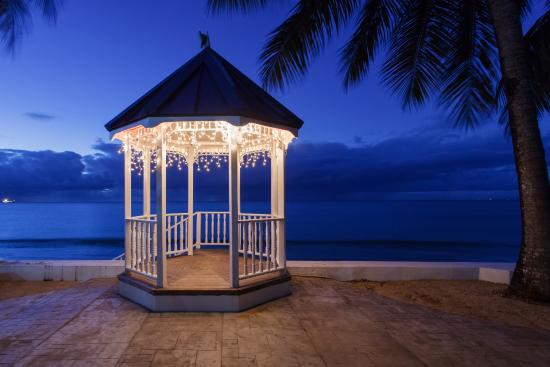 Villa Beach Cottages - Gazebo