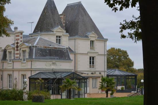Le Chene Vert: Le château et son parc