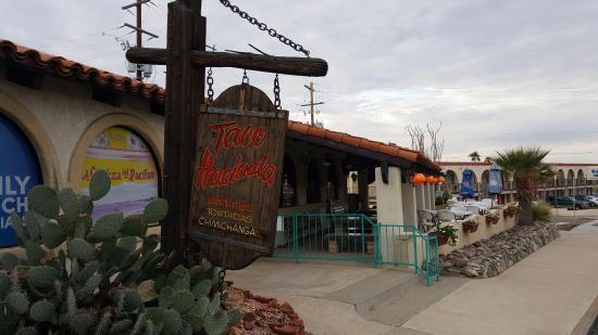 Taco Hacienda: Nice outdoor seating during cooler temperatures