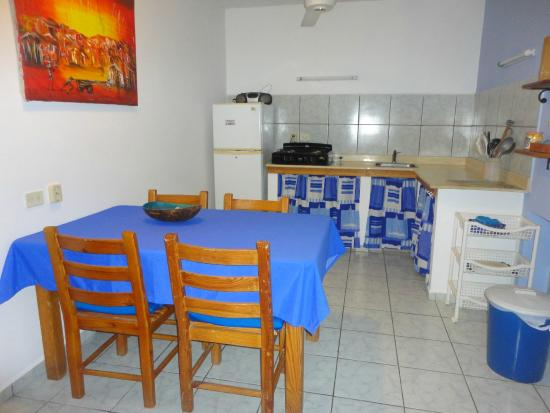 El Flamboyan Apartments : Kitchen