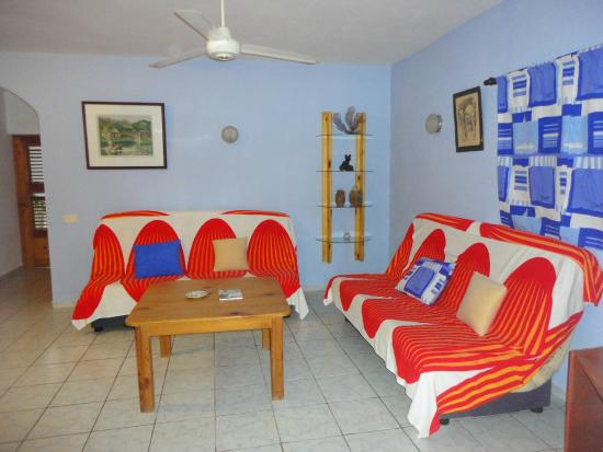 El Flamboyan Apartments : Living room