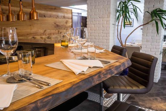 Noel Corston: Restaurant