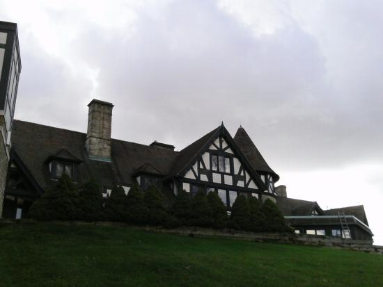 Punderson Manor Lodge and Conference Center: view from back