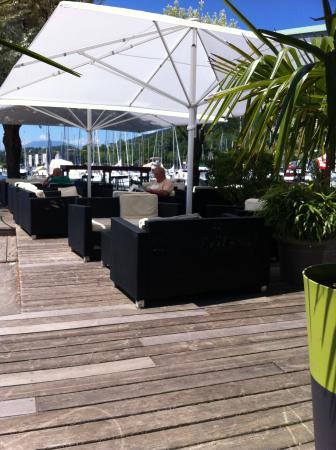Hauterive, Швейцария: Les fauteuils pour prendre l'apéro ou le café