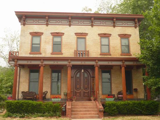 Haverstraw, Νέα Υόρκη: The Front of Casa Hudson