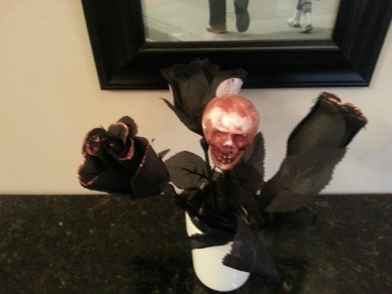 Dolce Pastry Shop : Table decor for Halloween