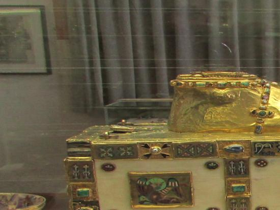 Museum am Dom: precious object from gold