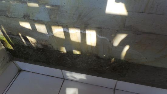 Sari Segara Resort Villas & Spa: Le mur sur notre balcon