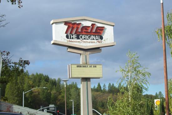 Placerville, Kaliforniya: Mels on the corner...