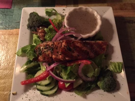 Food & Friends : Glazed salmon on greens with poppyseed dressing