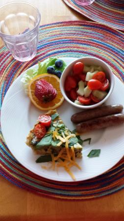 Woods Hole Passage Bed & Breakfast Inn: breakfast with homemade spinach cheddar quiche