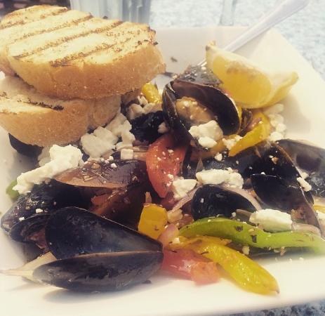 Saugatuck, MI: mussels al fresco