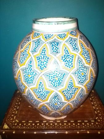 Foutour & Sarir Riad: Nice pot in our room