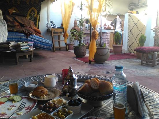 Foutour & Sarir Riad: Lovely breakfast